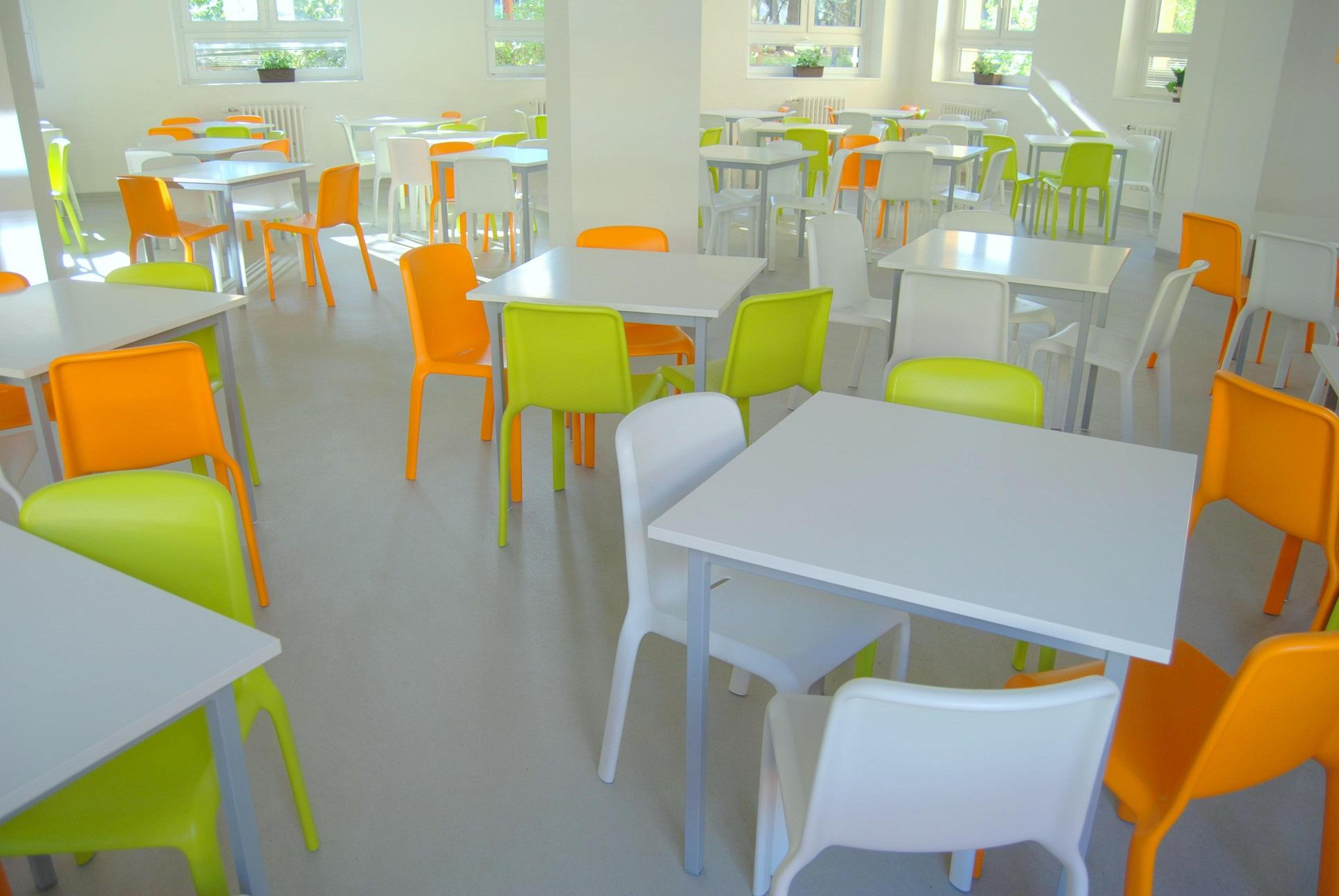 Interiér školní jídelny ZŠ Jeseniova